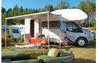 Campingpark am Weißen See: zwischen Kiefern und See.