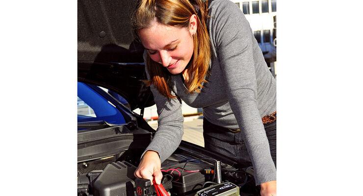 Die Gesellschaft für Technische Überwachung (GTÜ) hat acht Ladegeräte für die Autobatterie auf den Prüfstand gestellt.