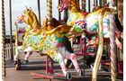 Fast schrill die Jahrmarktstimmung auf dem Brighton Pier.
