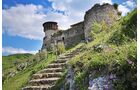 Hier wirkte der albanische Nationalheld Skanderbeg: Burg auf einem spitzen Berg beim Dorf Petrela unweit der Stadt Tirana.