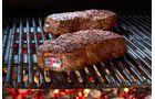 Leuchtstift. Selten sind die Geschmäcker so verschieden wie beim Steak. In welchem Garzustand sich das Fleisch befindet, signalisiert der Steakchamp. Der Edelstahlstift misst die Kerntemperatur des Steaks und blitzt je nach erreichter Garstufe (medium rare, medium oder medium well) in unterschiedlichen Farben auf. Der knapp 45 Euro teure Stift kann bis zu 500 Grad erhitzt werden. Auch bei Fisch oder Entenbrust findet der Steakchamp Verwendung. Info: steakchamp.com