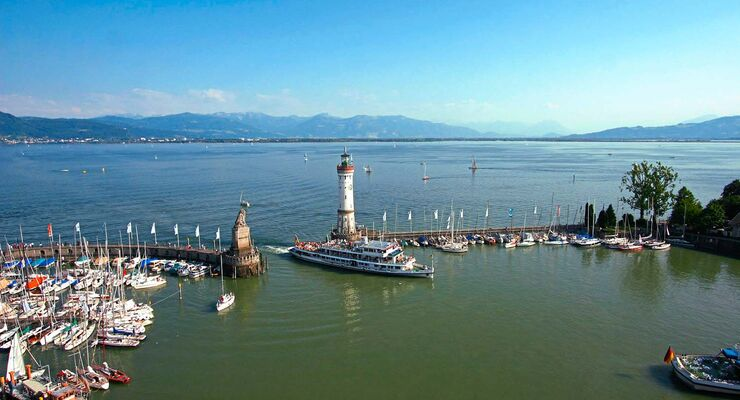 Lindau am Bodensee ist vor allem für die Hafeneinfahrt bekannt, aber auch abseits des Hafens gibt es einiges zutun.