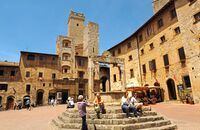 Piazza in San Gimignano