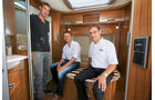 Sebastian Ogger und Rainer Wingart von Hymer sowie Christian Hupfer von Systempartner Alko