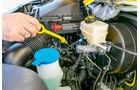 Vergleichstest, Basisfahrzeuge, Servicefreundlichkeit: VW-Ölpeilstab
