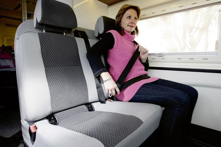 adac tipps zu verkehrsregeln barfu fahren verboten. Black Bedroom Furniture Sets. Home Design Ideas